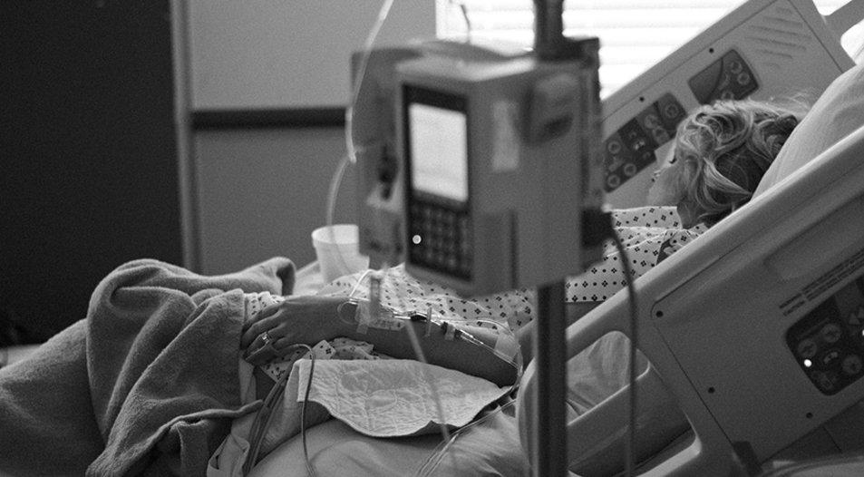 csm_krankenhaus_bett_patient_frau_sterbe