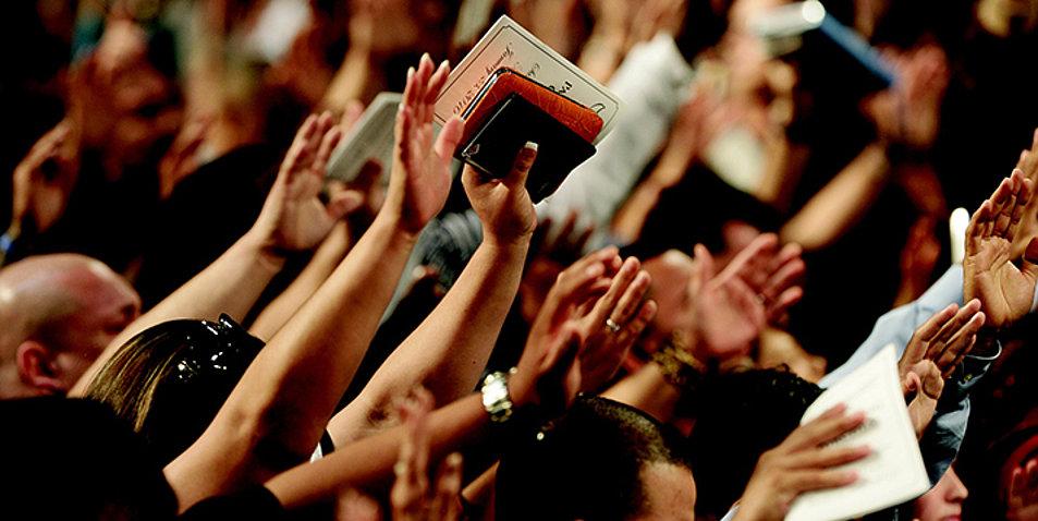 csm_gottesdienst_worship_haende_masse_71